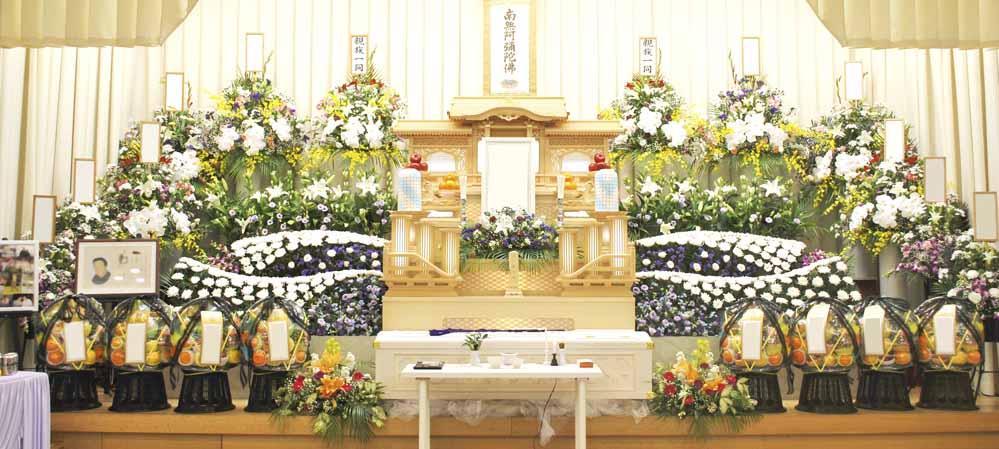 堺斎場にて白木祭壇