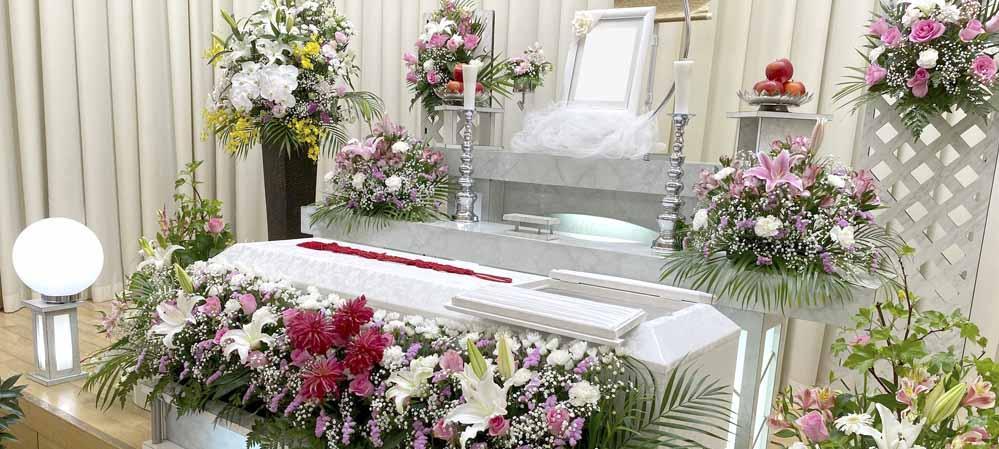 堺斎場 お花いっぱいの祭壇で家族葬