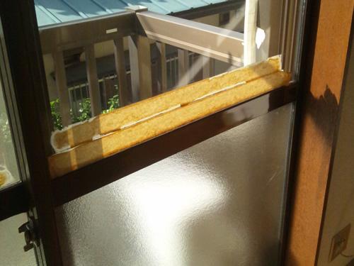 窓の結露テープ