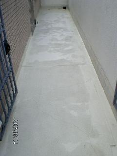 マンションコンクリートの白華汚れ