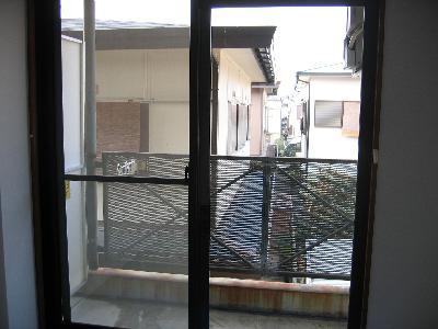 どうてしょう。外の様子がハッキリと見えませんか? 窓を開けているみたいにキレイです。