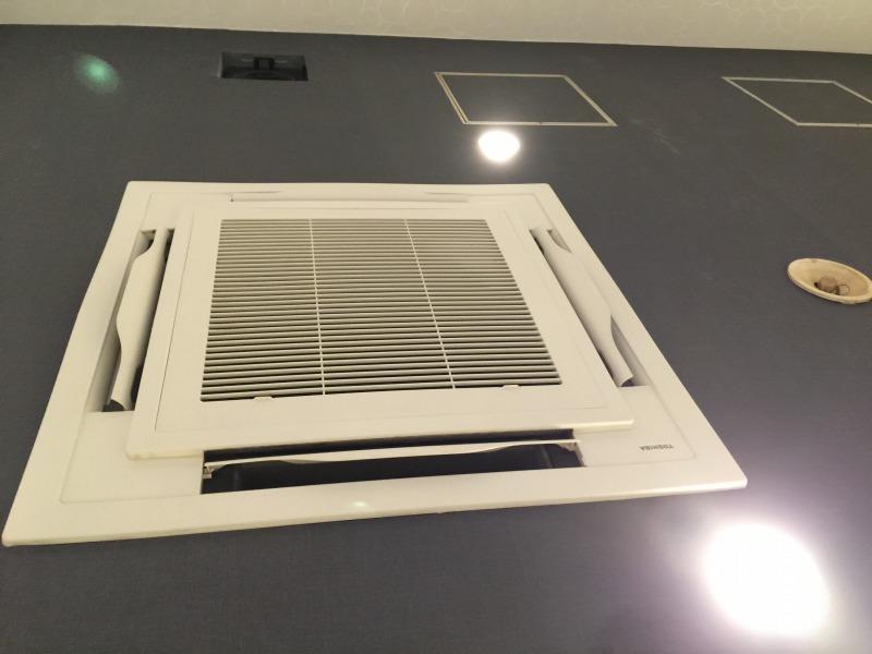天井埋め込みエアコンのクリーニング