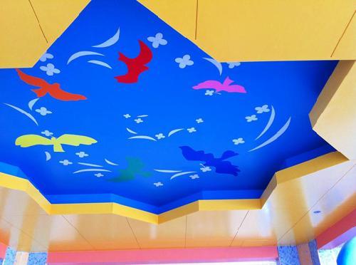 青い鳥幼稚園 保育園の内装