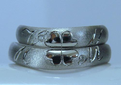 マリッジリング 重ねるとクローバー&イニシャル(H M)ダイヤモンド1/100ct・ハート&キューピット