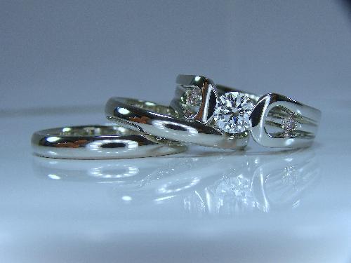 エンゲージリング&マリッジリング エンゲージリング3Dデザイン ダイヤモンド 最高品質 Dカラー VVS-1 3EX マリッジリング シンプルセミラウンド