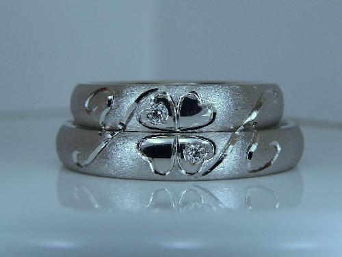 マリッジリング 重ねるとクローバー・イニシャル(Y Y)ダイヤモンド1/100ct ハート&キューピット