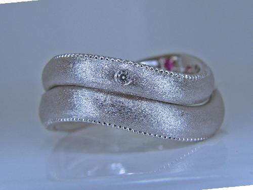 マリッジリング インフィニティー 重ねるとミル打ち ダイヤモンド1/100ct ハート&キューピット