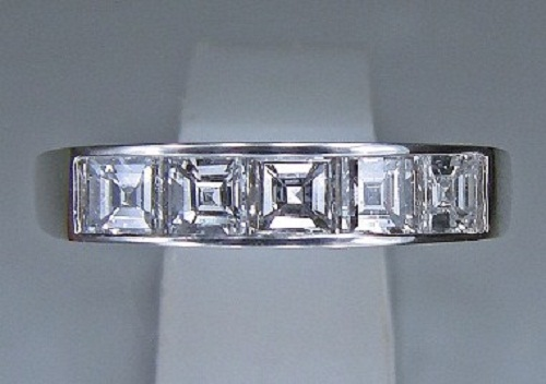 ジュエリーリフォーム 25年前のスクエアーダイヤモンド(1.0ct)一文字リングをモディファイ