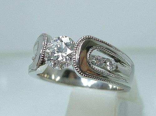 エンゲージリング 立体デザインアンティーク「ミル打ち」サイドダイヤモンドセット
