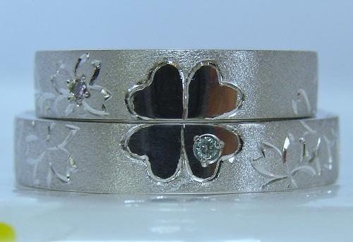 マリッジリング 重ねるとクローバー桜(ピンクダイヤモンド&ブルーダイヤモンド)後ろ子ネコ、尾にダイヤモンド1/100ct(H&C)