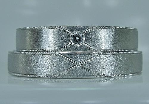 マリッジリング・クロス紋様ミル打ち・ダイヤモンド1/50ctハート&キューピット