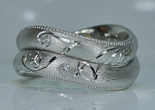 マリッジリング インフィニティ—ライン、イニシャル(T A)ダイヤモンド(ハート&キューピット)アンティークの技法ミル打ち