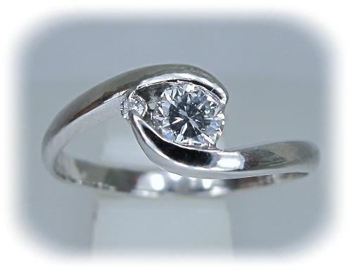 ジュエリーリフォーム 35年前立爪ダイヤモンドをラウンドテーパーラインのエンゲージリングへ