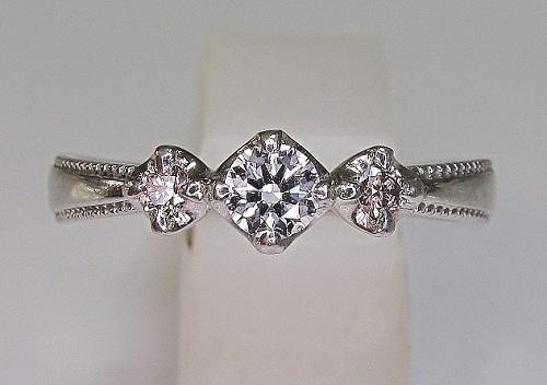 エンゲージリング ダイヤモンド(0.20ct VVS-1 DカラーEXカットハート&キューピット)サイドピンクダイヤモンド.アンティークミル打ち