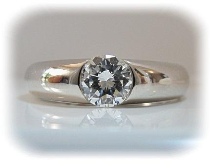 ジュエリーリフォーム お母様からお嬢様へ 30年前の立爪ダイヤモンドをモダンなシンプルダイヤモンドリングへ