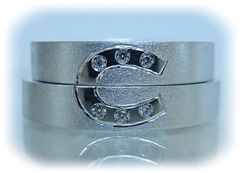 マリッジリング 馬蹄マーク&ダイヤモンド1/200ctハート&キューピット、イニシャル(J T)反対側 変形(Y)