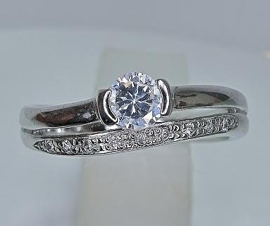 ジュエリーリフォーム 立爪ダイヤモンドRからモダンエンゲージリングへ
