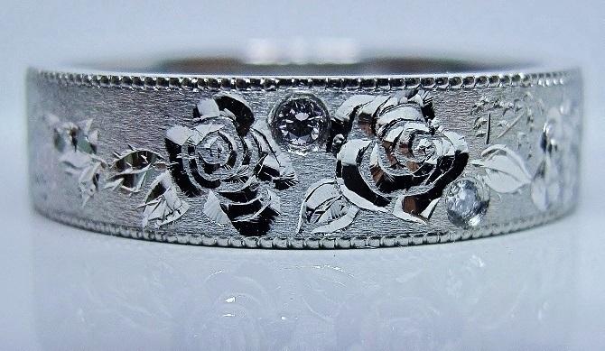 薔薇のリングやや立体彫金、ミル打ちエタニティー
