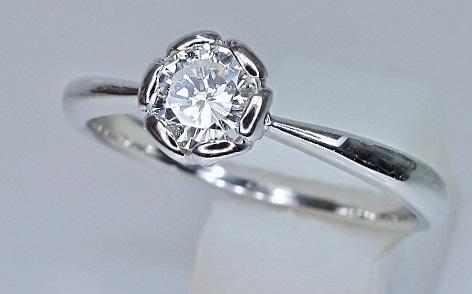 エンゲージリング 花のデザイン、エンゲージダイヤモンドリング