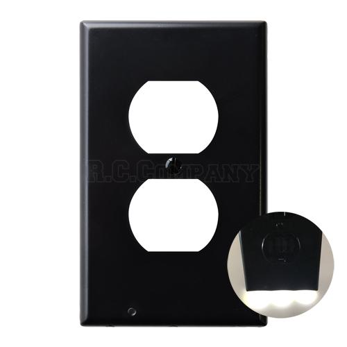プラスチック2口コンセントプレート LEDガイドライト (ブラック)