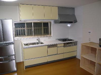 収納力の多い引き出しタイプにキッチン