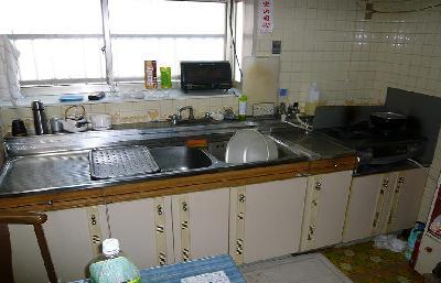低く使いづらかったキッチン