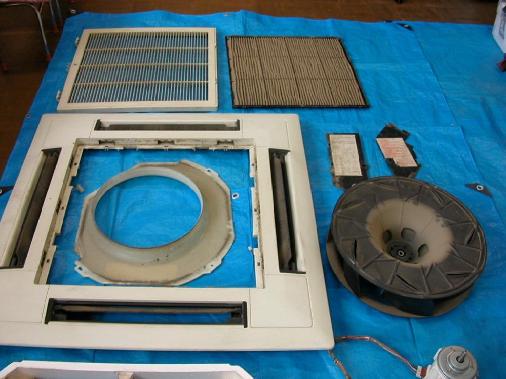 天井埋め込み型エアコンのパーツ写真