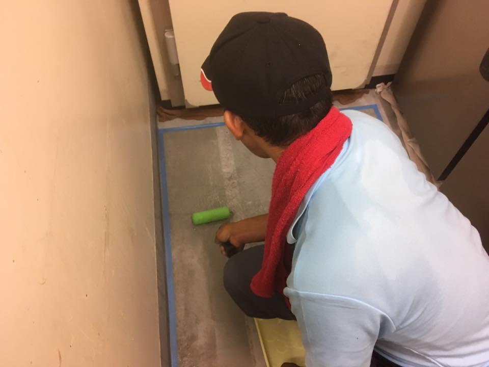 大阪市 カフェ厨房 骨材入り防滑剤 防滑施工