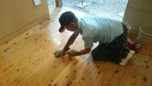 フローリング床の滑り止め施工