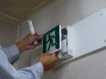 誘導灯の交換工事