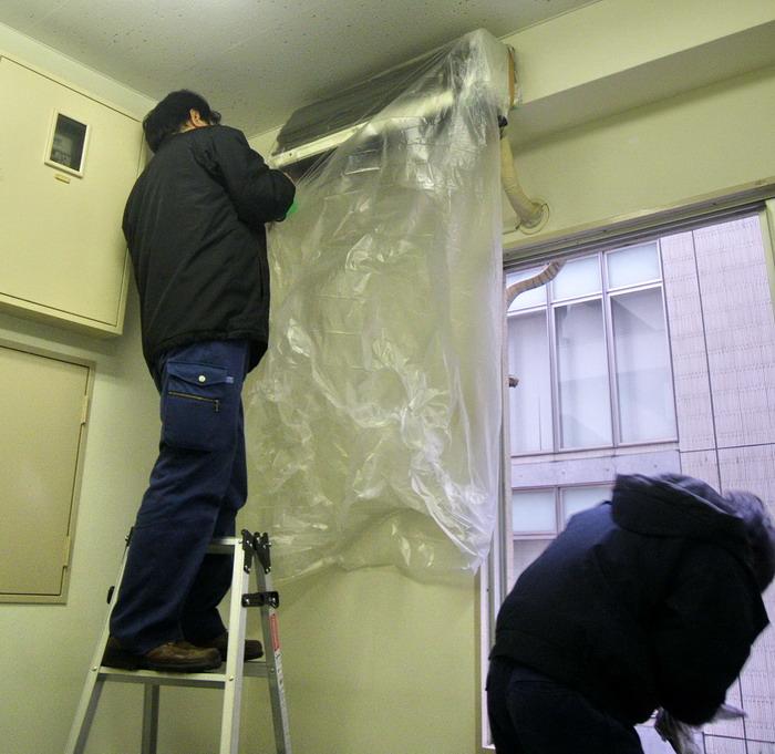 中央区の事務所ビルで空室清掃とエアコン洗浄を行いました。
