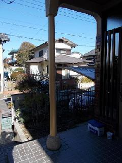 四街道市 みそら 玄関ポーチ丸太柱工事