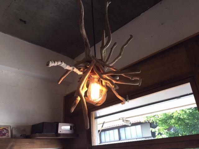愛知県一宮市奥町のカフェ 流木ペンダントライト