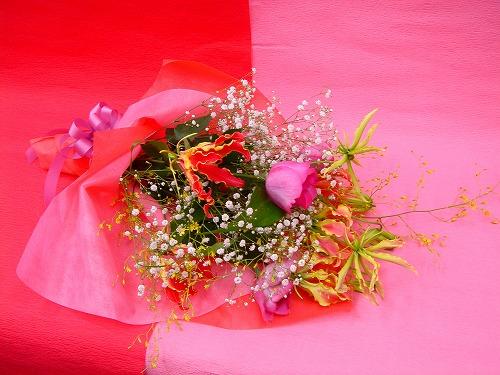 グロリオーサを使った花束