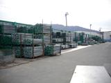 足場資材置き場は広く、現場の大きさ問わず対応可能!