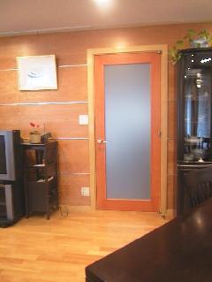 霞みガラス入りドア