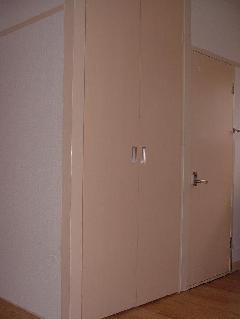 収納式物入れ扉