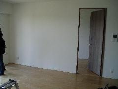 壁を撤去し引き込み戸で開口部拡大