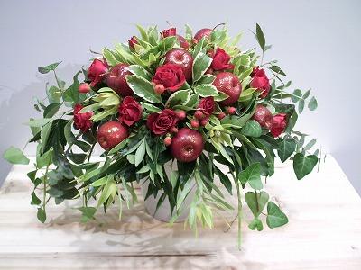 バラ、リンゴ、グリーンのみのアレンジ。
