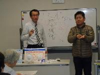 泉南市聴言障害者協会主催 :「聴覚障害者と火災警報器」についての講演の様子
