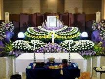 菊を主体と紫を入れて下さい。との要望