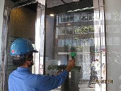 大田区大森町 ビル エントランス ガラス清掃