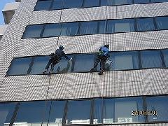 大田区大森町 ビル 高所の窓ガラス清掃
