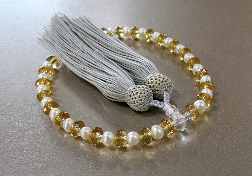◆女性用片手念珠 心珠 山吹 正絹頭房 淡水パール入