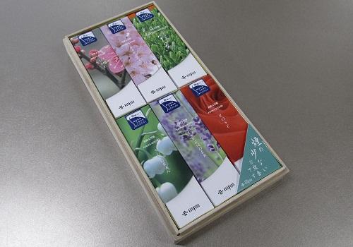 ■煙の少ないお線香 花かおりスリムアソート 6函入桐箱 【薫寿堂】