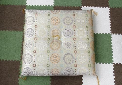 ●圧縮座布団 菊華紋 白茶