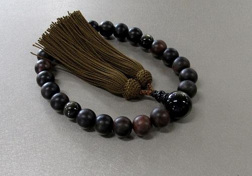 ◆男性用片手念珠 素挽黒檀金耀石仕立 正絹頭房