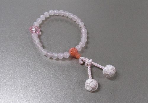 □子供用念珠 ローズクォーツPC珊瑚仕立 バラ彫(アクリル)付