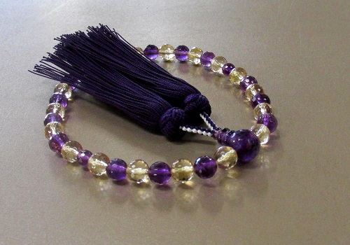 ◆女性用片手念珠 紫水晶・黄水晶8�o玉128面カット 正絹房 桐箱入