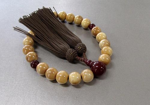 ○男性用片手念珠 柘22玉瑪瑙仕立 正絹頭房 A